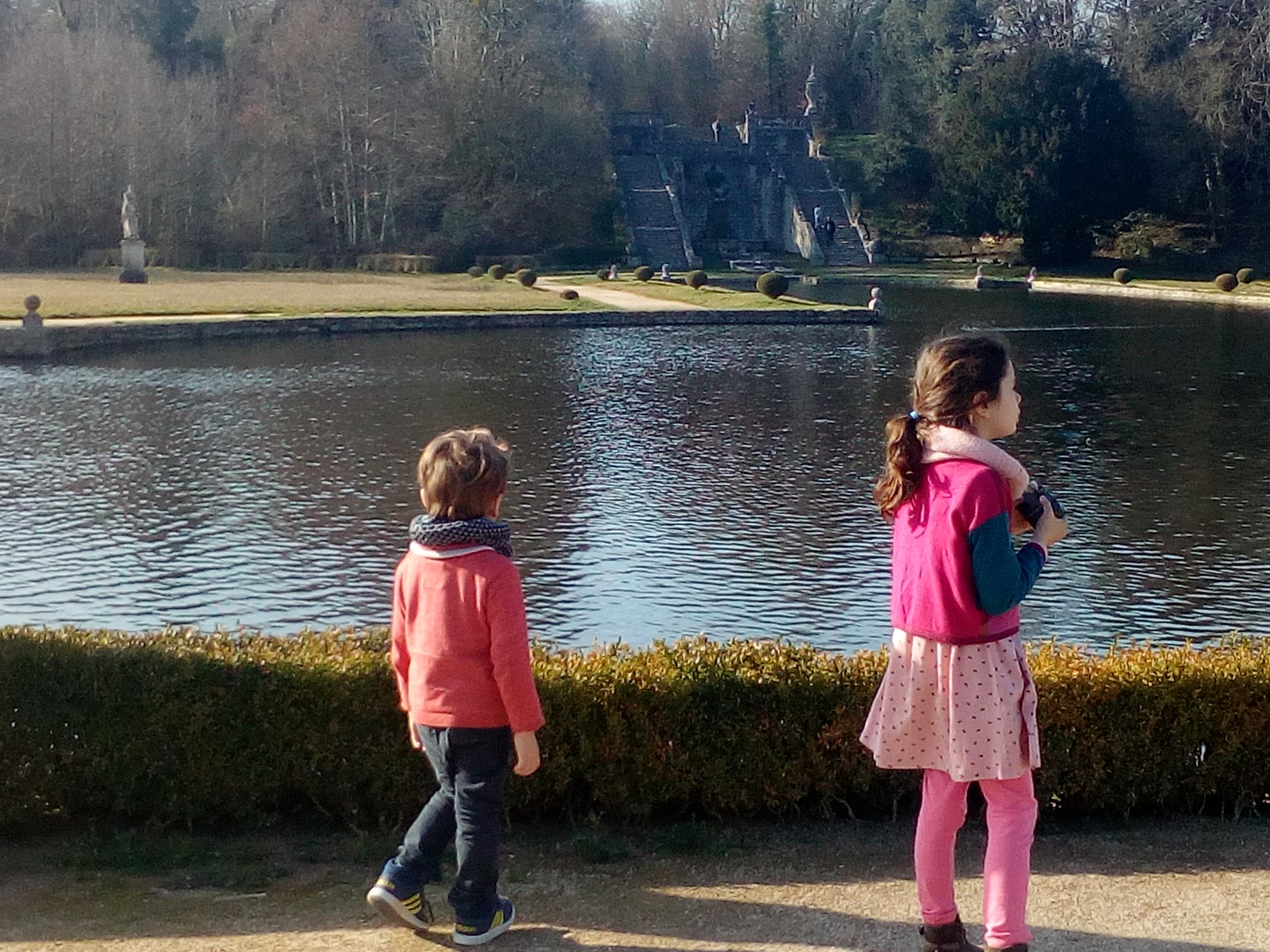 Promenade dans le jardin du château de la Roche Courbon à Saint-Porchaire
