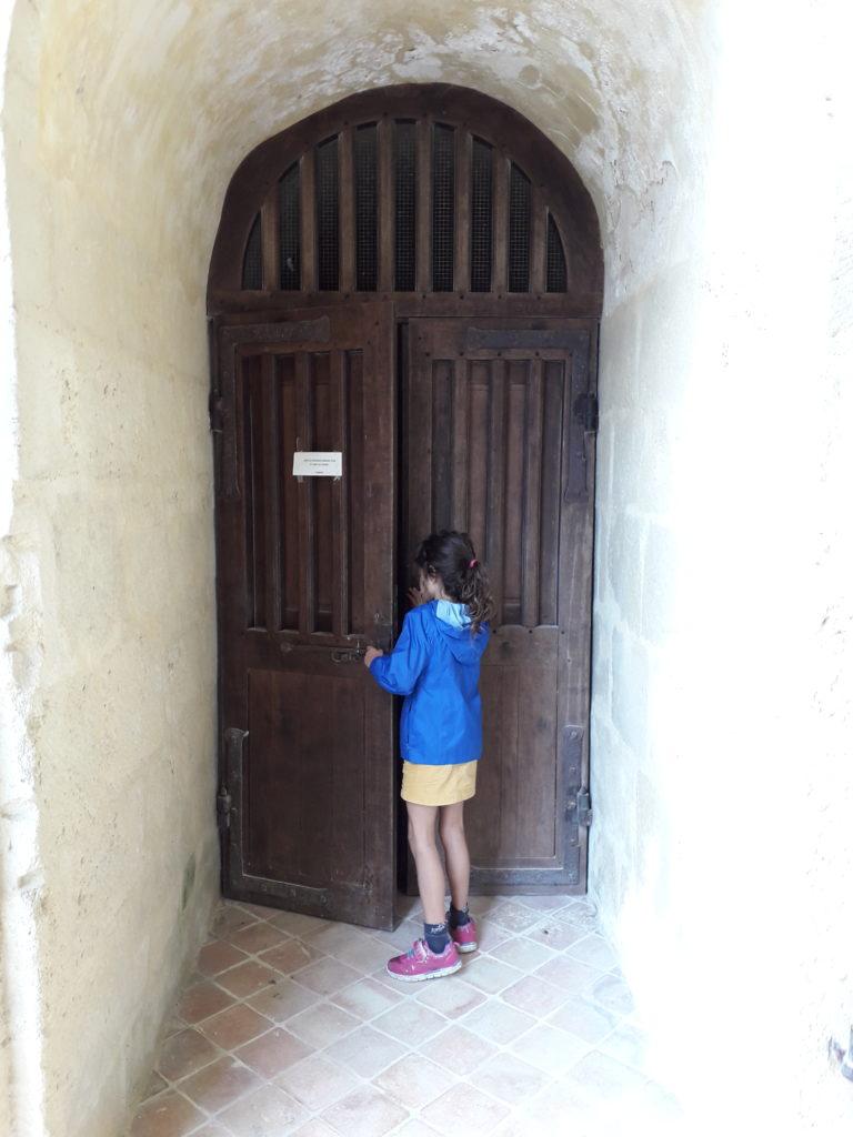 Accés à l'abside de l'abbaye de Trizay