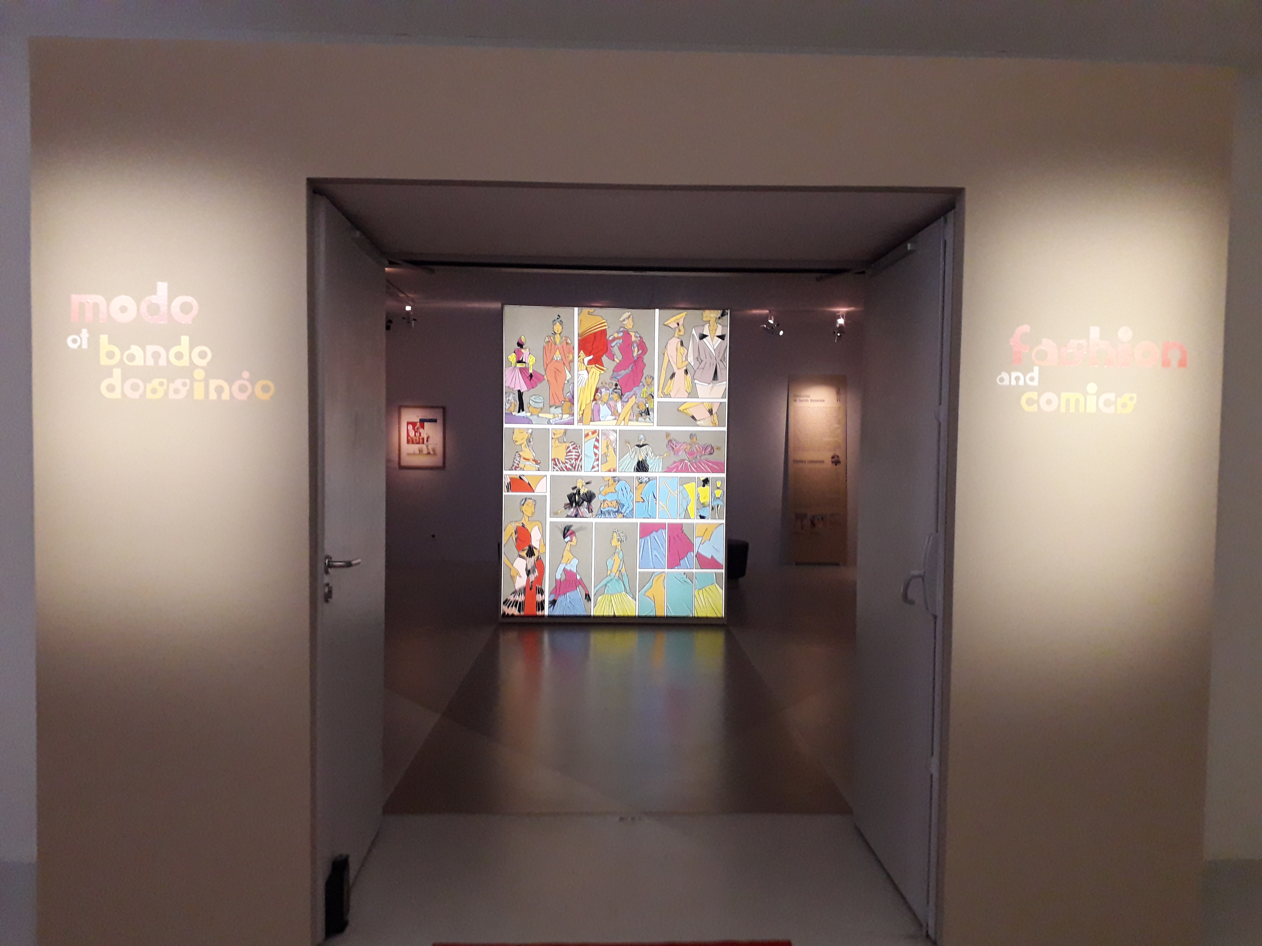 """Exposition """"Mode et Bande dessinée"""" Cité de la Bande dessinée à Angoulême"""