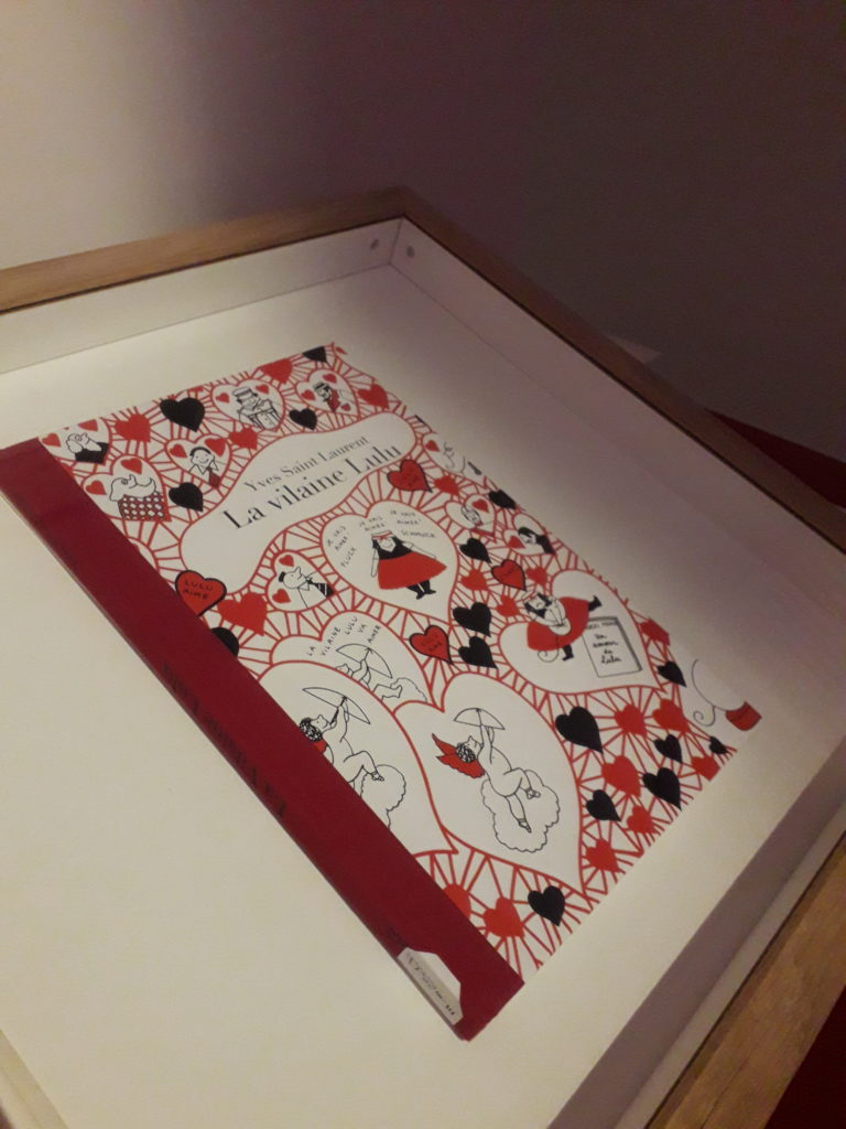 """Musée de la BD à Angoulême, Bande originale de la bande dessinée de Yves Saint-Laurent """"La Vilaine Lulu"""" exposition """"Mode et bade dessinée"""" cité de la bande dessinée Angoulême"""